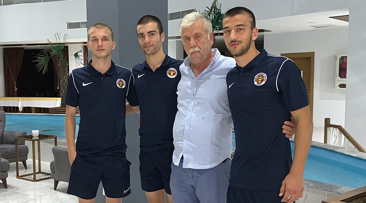 Menemenspor'da altyapıdan 3 oyuncu profesyonel oldu